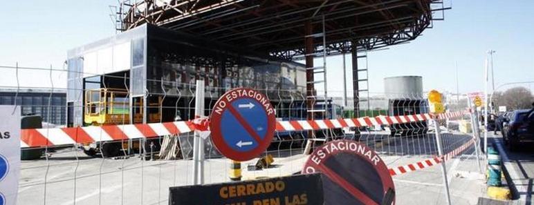 Obras de desmantelamiento de la gasolinera de Atocha. SERGIO GONZÁLEZ VALERO