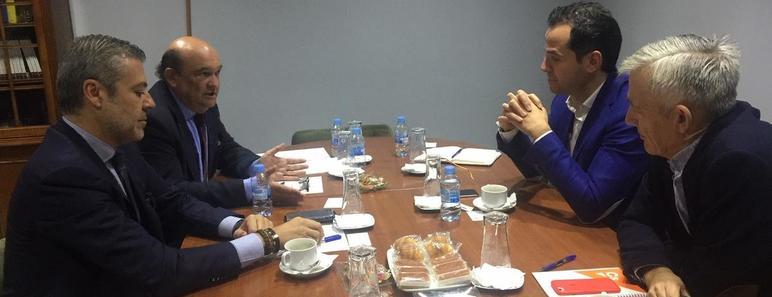 La reunión, celebrada a petición de Ciudadanos, se ha desarrollado en la sede de AEESCAM y han participado, además de Ignacio Aguado, el diputado en la Asamblea de Madrid, Juan Rubio, por parte de Ciudadanos; por parte de AEESCAM, su presidente, Ignacio Arellano, y su secretario general, Víctor García Nebreda.
